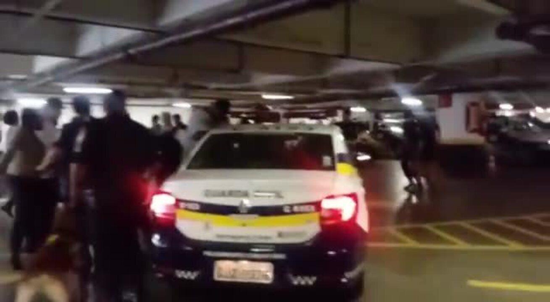 Confusão envolvendo manifestantes e guardas na Câmara de SP (Imagens: Mônica Seixas)
