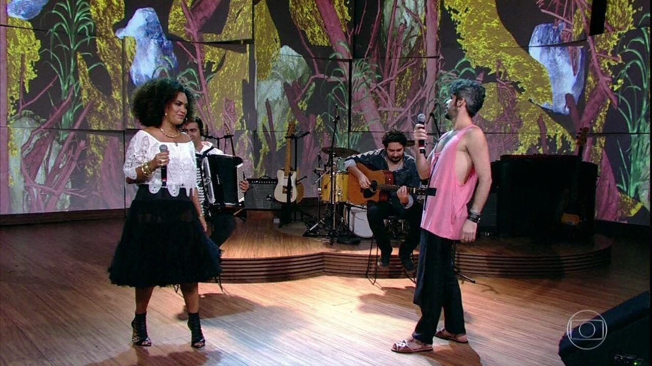 Mariene de Castro e Almério cantam