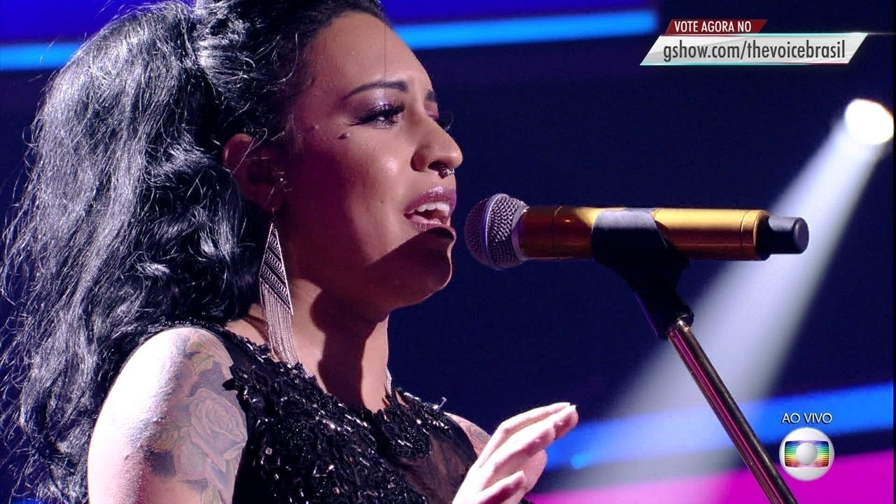 Samantha Ayara cantou 'I'll Never Love This Way Again'