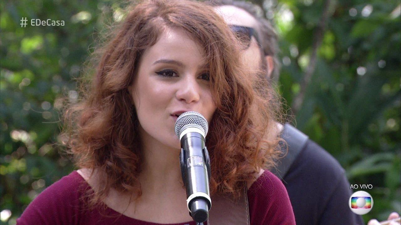 Carol Biazin canta no 'É de Casa'