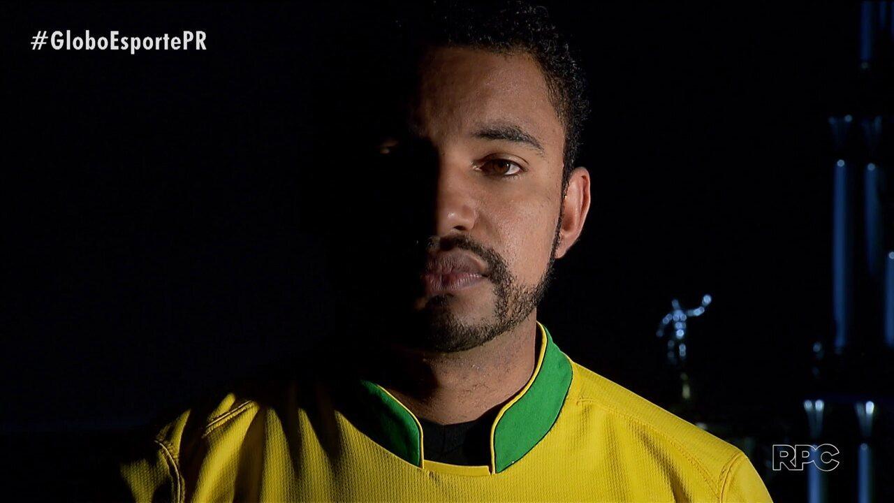 Mercado da Bola conta história de Raul, promessa que sonha com segunda chance