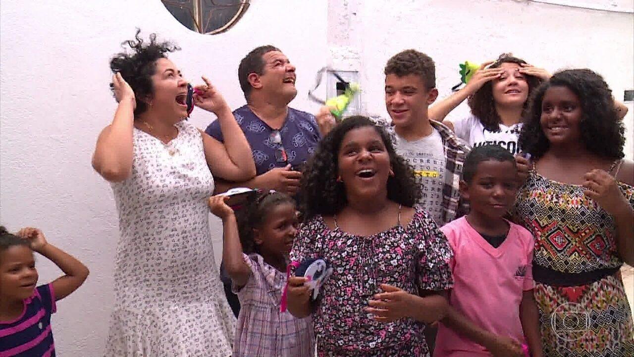 Reinaldo e Ana Cristina ganham uma casa nova do 'Lar Doce Lar'