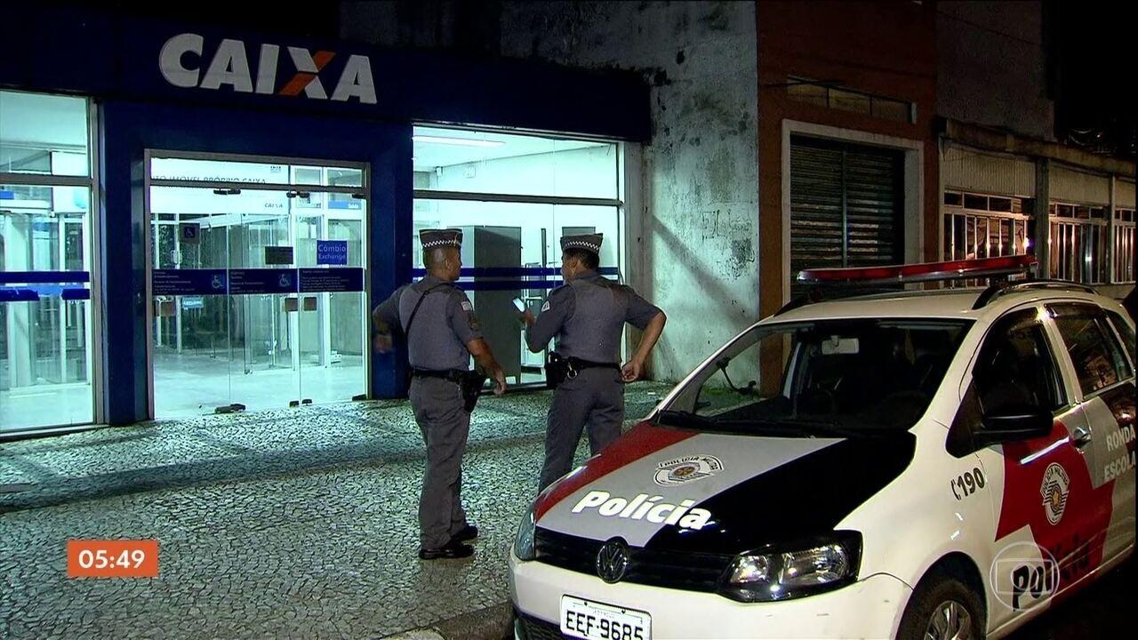 Bandidos levam joias e dinheiro de agência central da CEF no litoral de SP