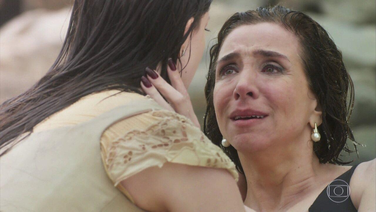 Maria Vitória descobre que Celeste Hermínia é sua mãe