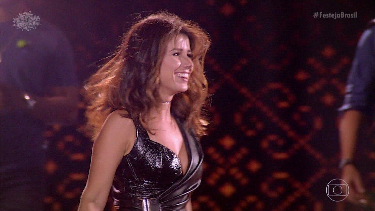 Paula Fernandes agita público cantando 'Piração'