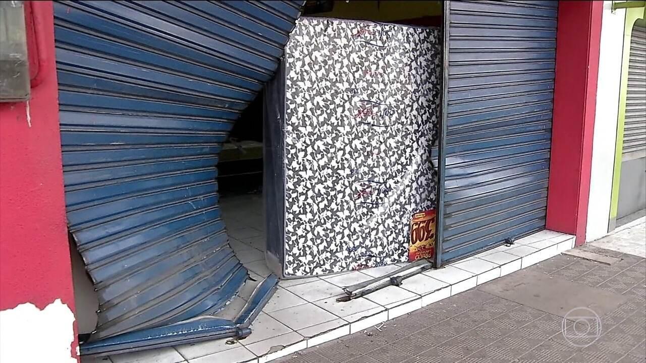 Bandidos aproveitam greve de policiais para saquear lojas em Natal