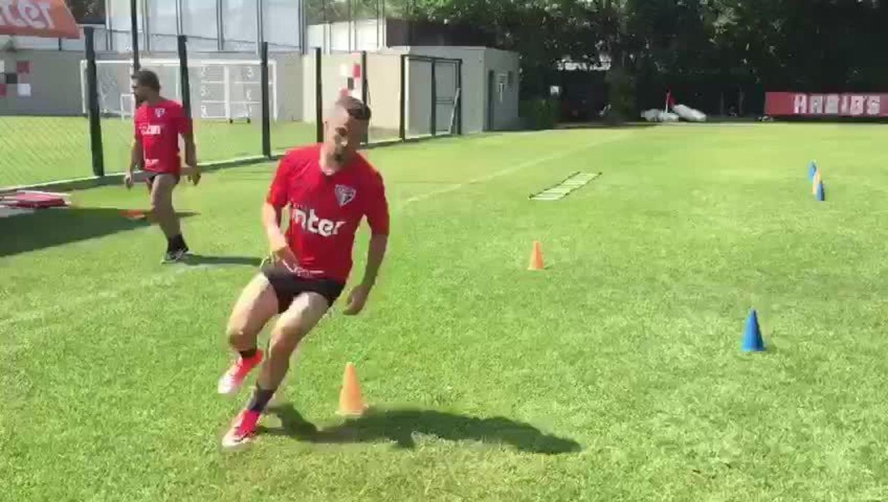 Morato corre no gramado e se prepara para voltar a jogar