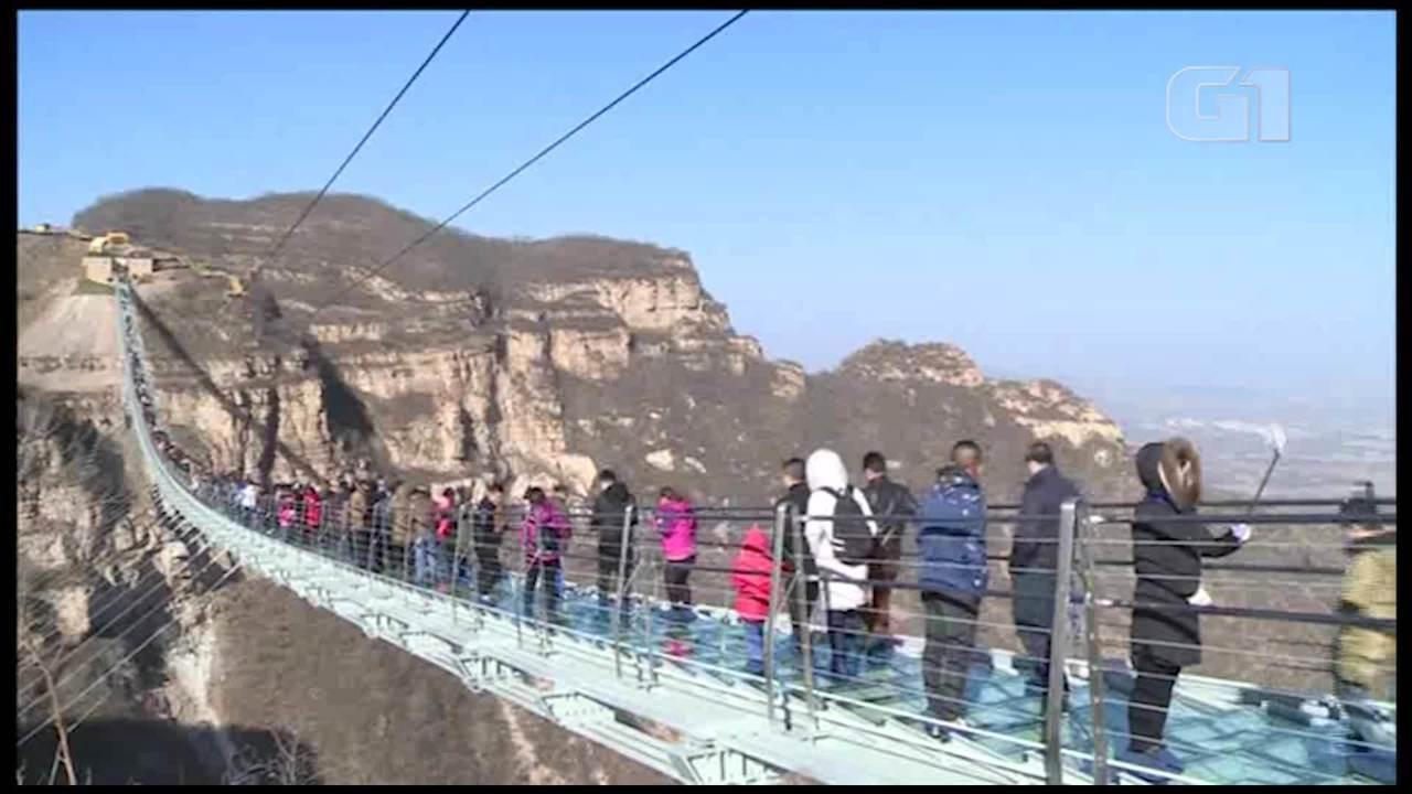 Ponte de vidro na China, a mais longa do mundo, é aberta ao público