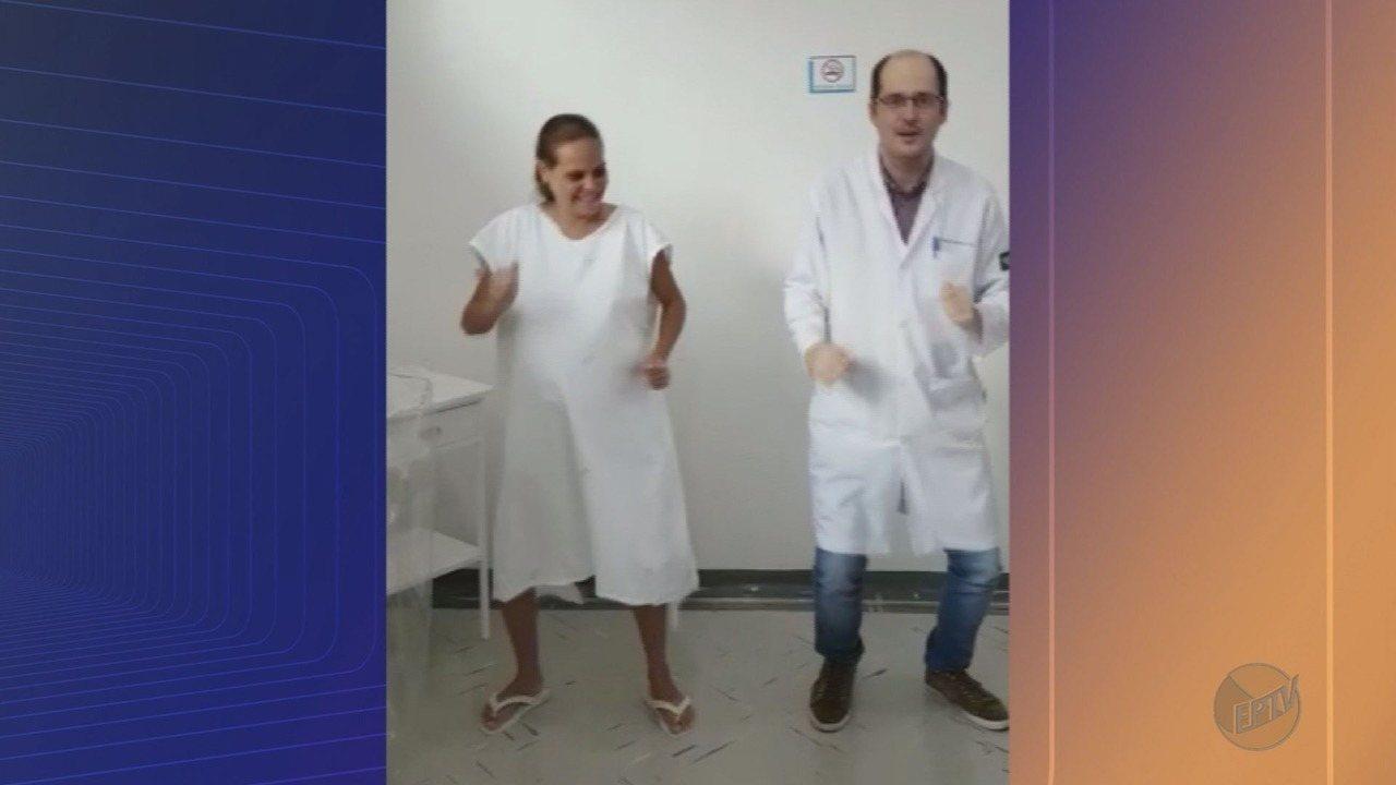Médico dança com paciente antes de parto em Orlândia, SP, e vídeo viraliza