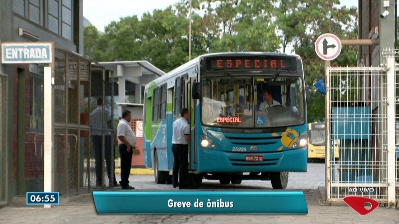 Greve de ônibus no ES inicia com terminais lotados e reclamação