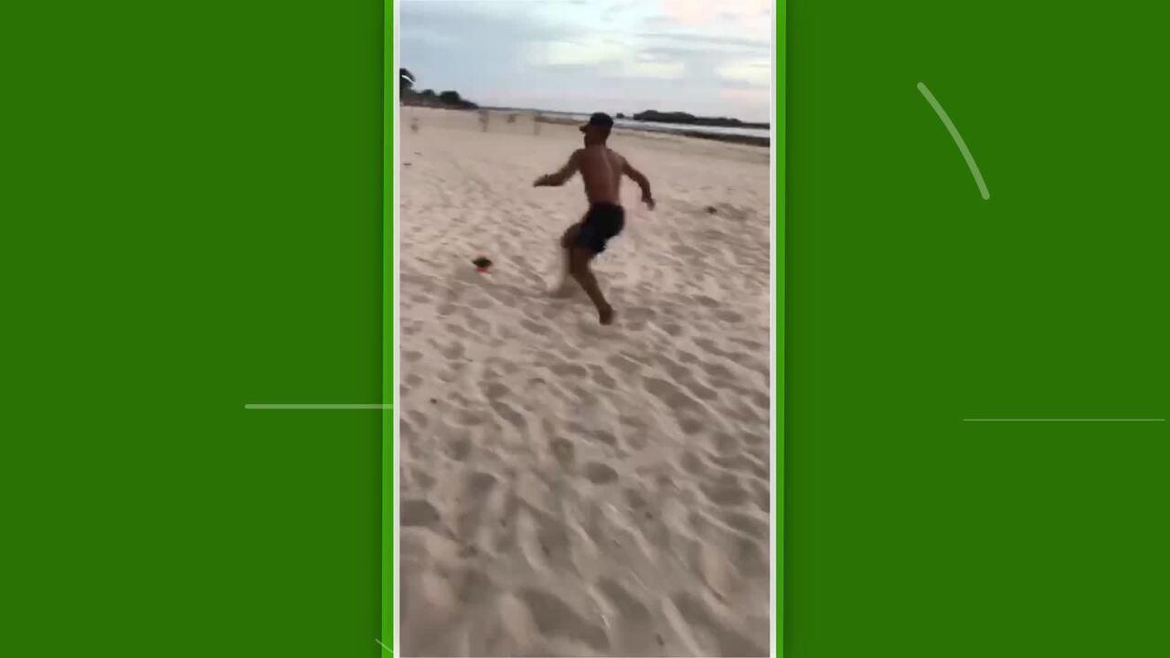 Paulo Vitor, atacante do Vasco, faz trabalho físico durante as férias