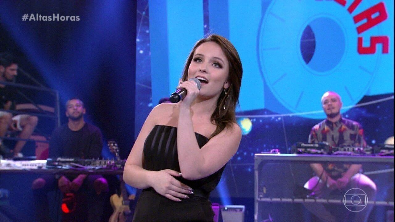 """Larissa Manoela canta """"Com Você"""""""