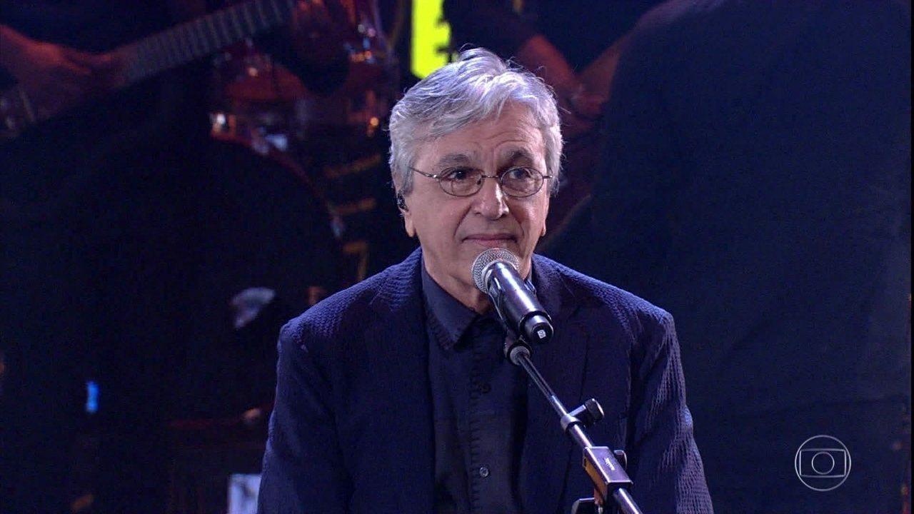 Caetano homenageia Mário Lago cantando 'Ai que Saudades da Amélia'