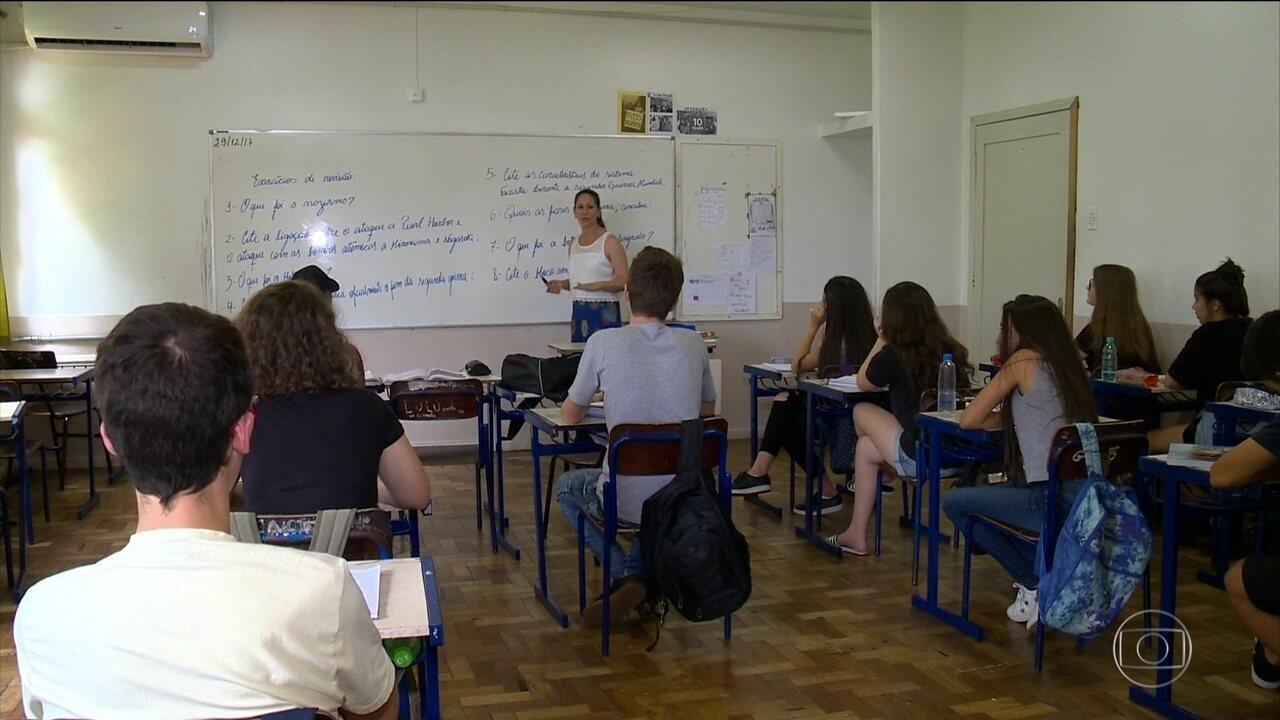 Milhares de alunos pelo país começam o ano estudando para compensar as greves