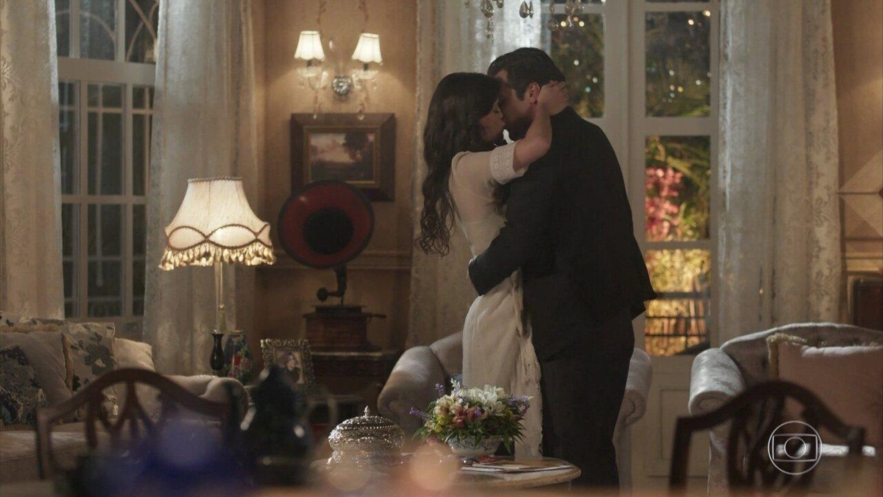 Vicente pede Maria Vitória em casamento