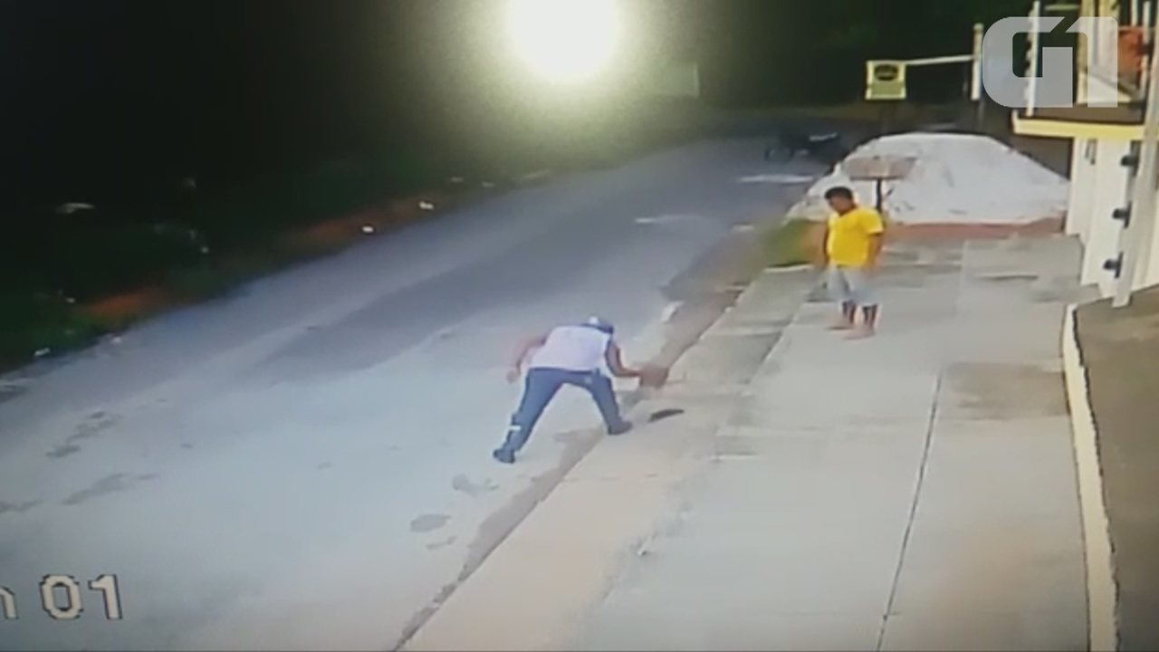 Vídeo mostra homens chutando e matando cutia em residencial de Macapá