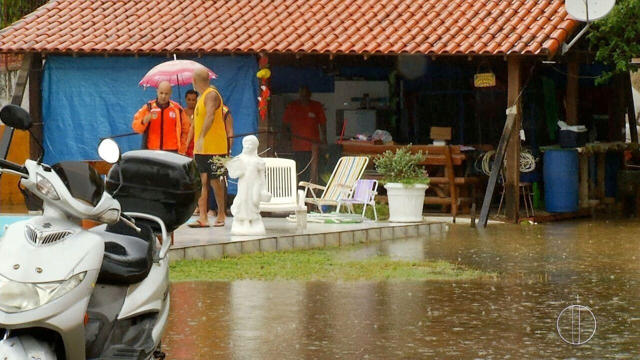Resultado de imagem para Chuva deixa desalojados em São Pedro da Aldeia,