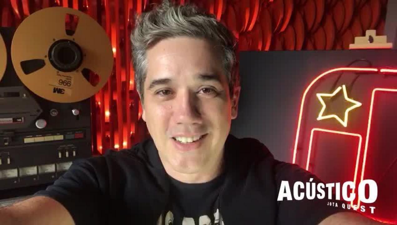 Rogério Flausino, vocalista do Jota Quest, convida o público para o show da banda em AL