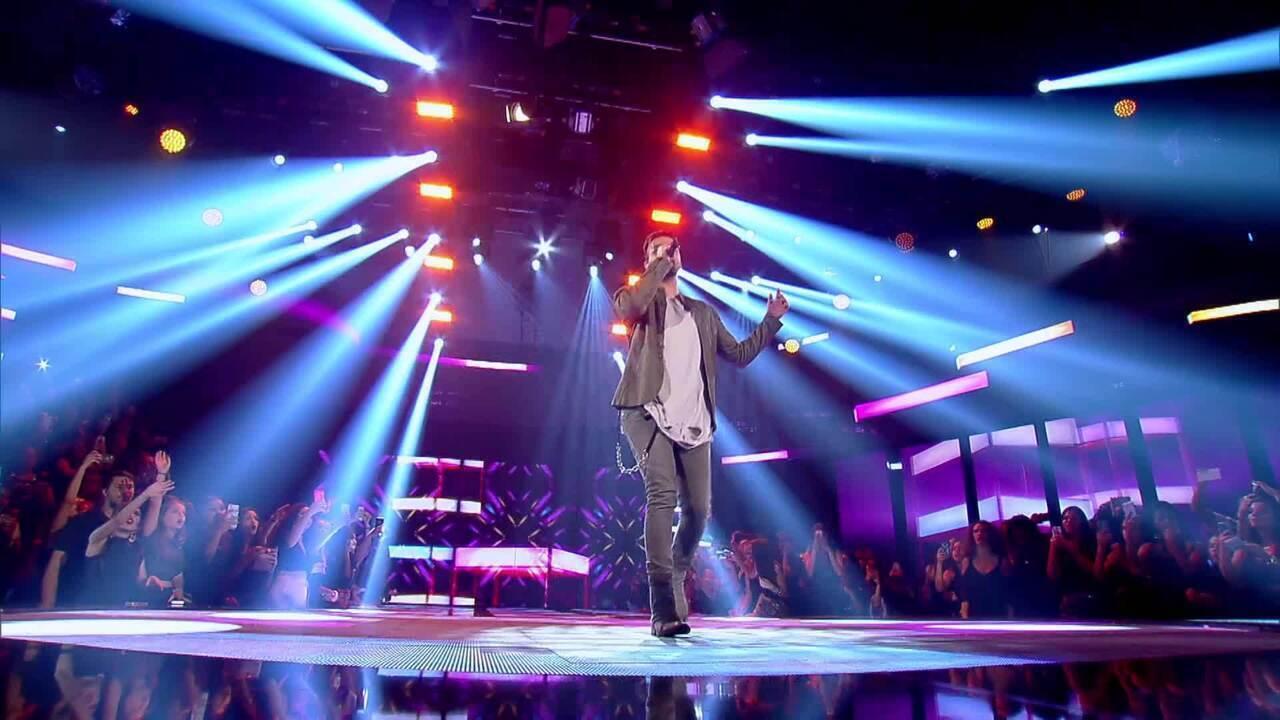 Luan Santana canta 'Acordando o Prédio'