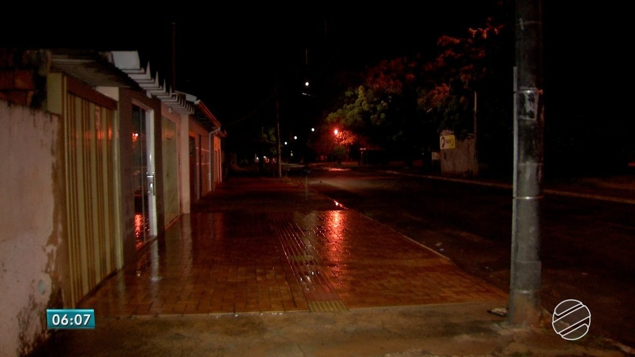 Mulher é morta a tiros na frente de casa em Campo Grande