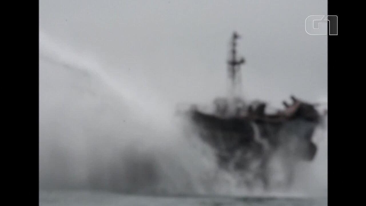 Equipes de resgate tentam conter incêndio em petroleiro na costa da China