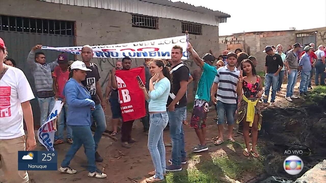 Protesto de moradores de ocupação fecha Anel Rodoviário em Belo Horizonte