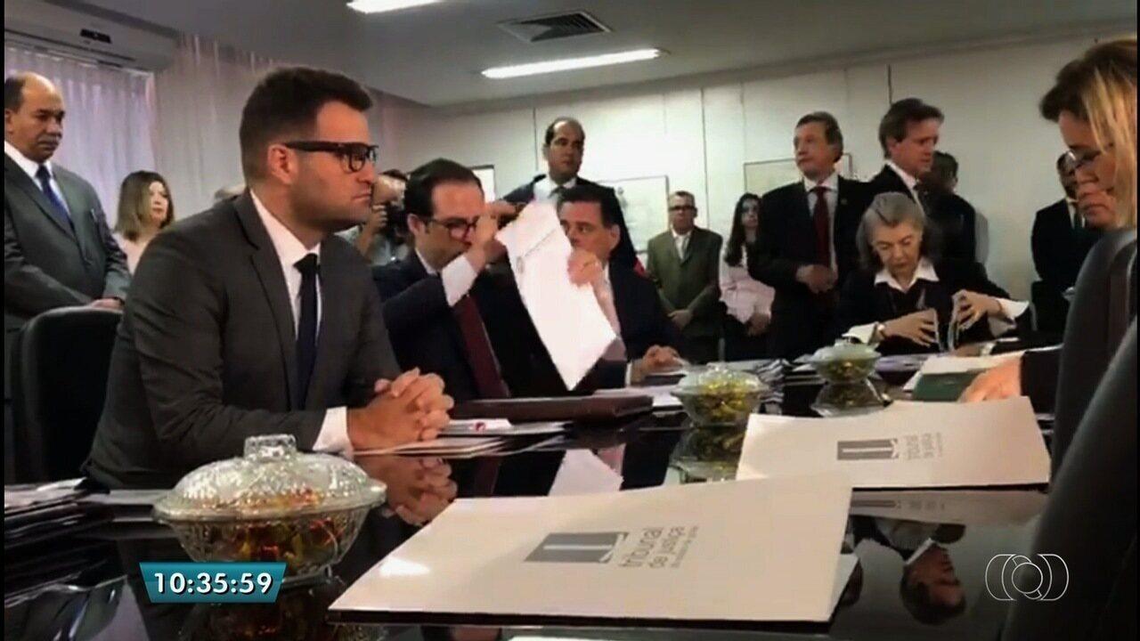 Após rebeliões, ministra Cármen Lúcia se reúne com autoridades em Goiás