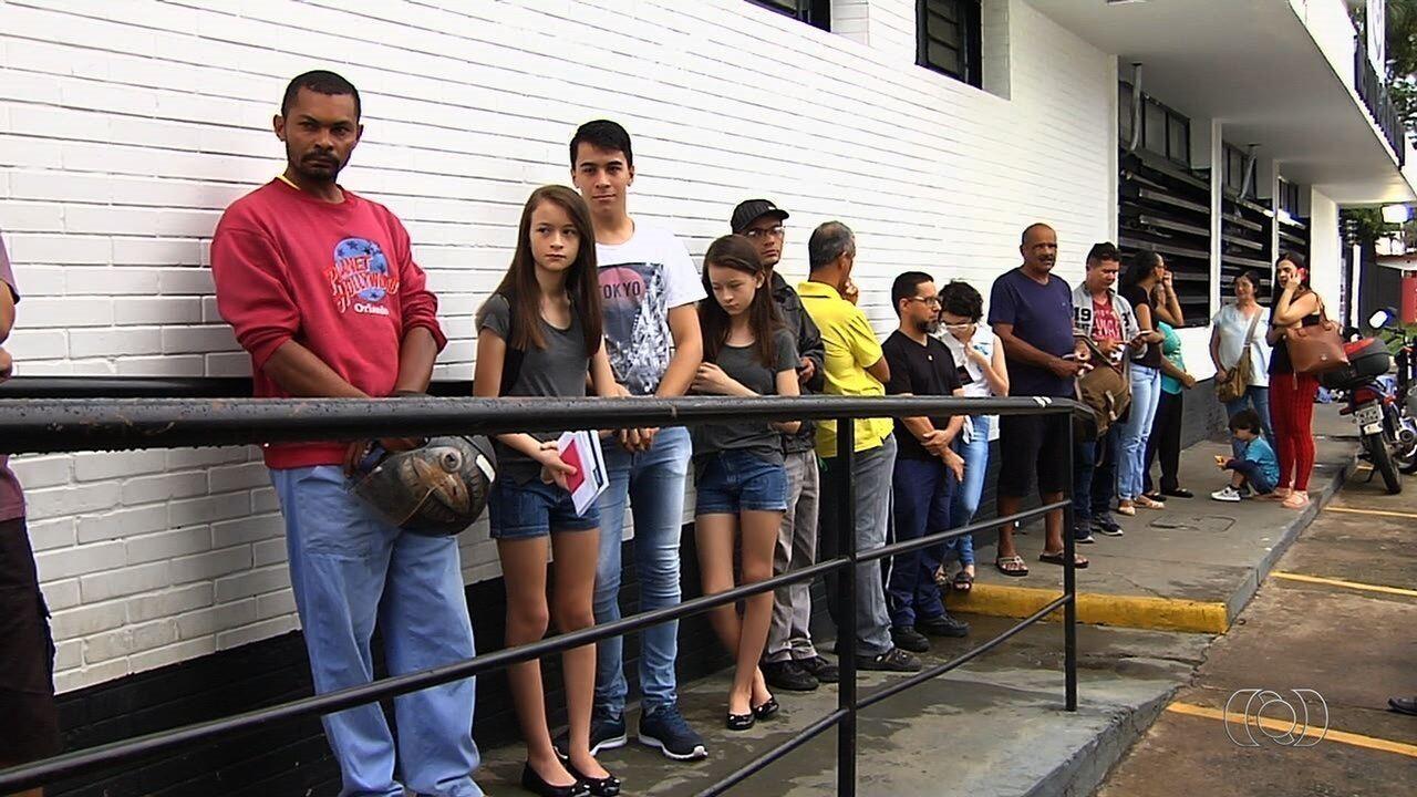 Goianos reclamam que esperam há cerca de quatro meses pela carteira de identidade
