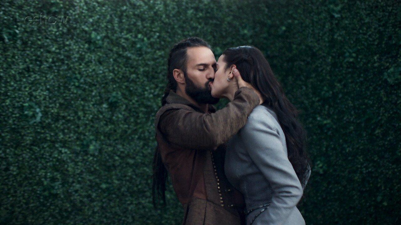 Teaser de 'Deus Salve o Rei': Constantino beija Catarina, Amália e Afonso pensam um no outro, Crisélia ordena ataque a Artena :o