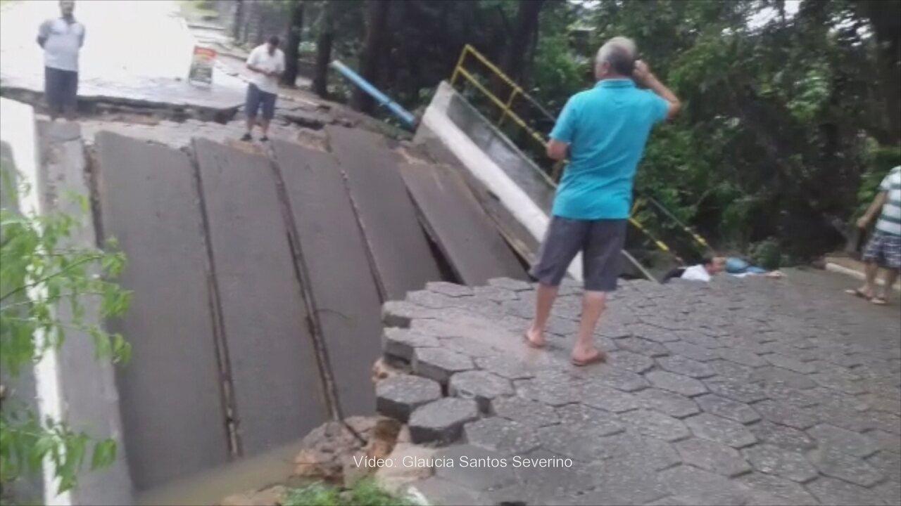Ponte que dá acesso à Ratones, em Florianópolis, desaba por causa da chuva