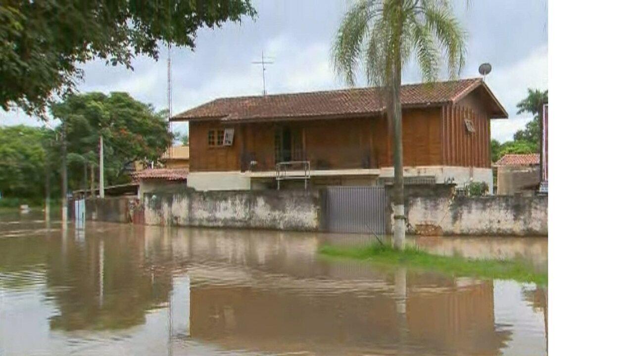 Rio Capivari transbordou e causou alegamentos em Monte Mor
