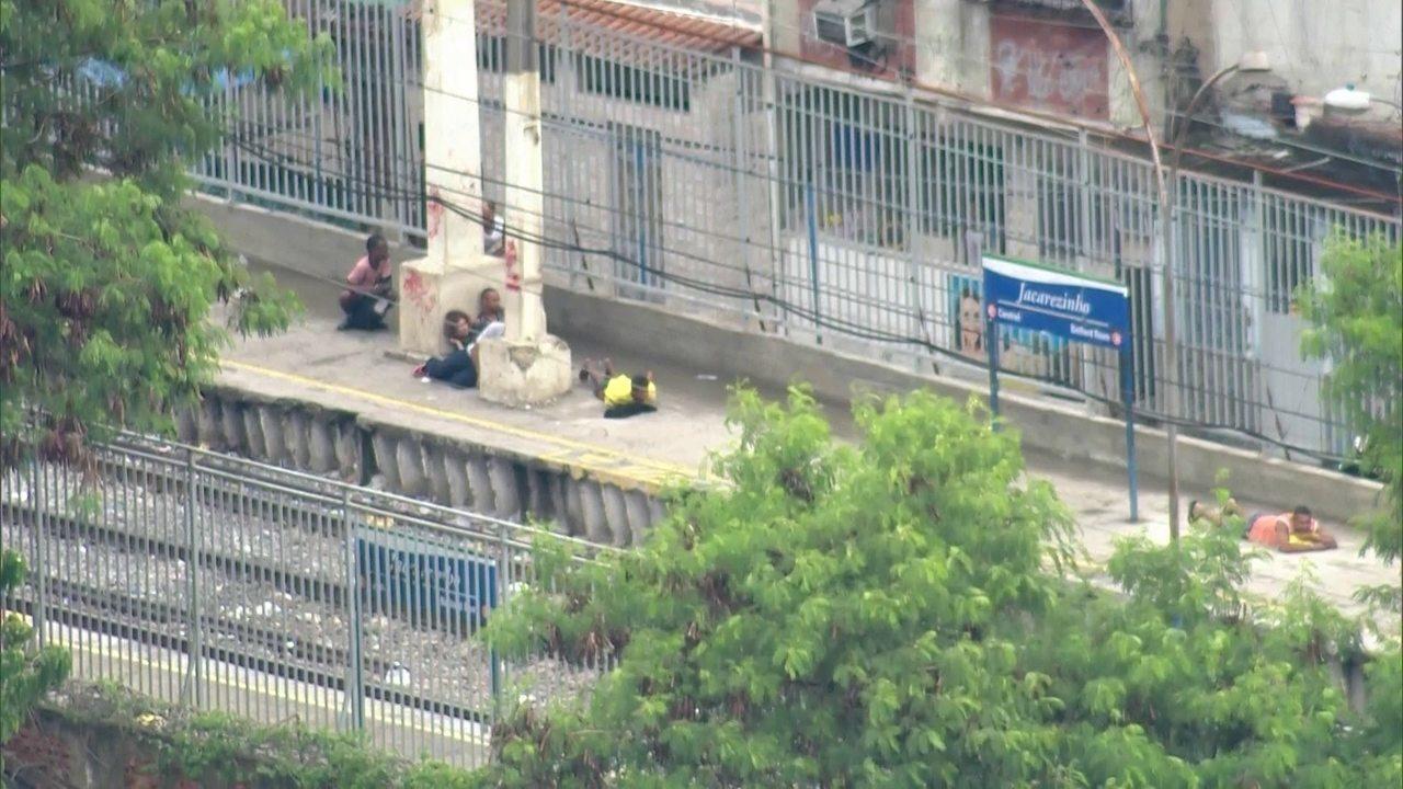 RJ: Jacarezinho tem tiroteio após corpo de delegado ser achado na mala de um carro