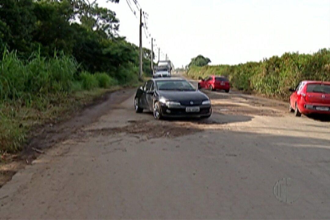 Falta de manutenção na Estrada do Rio Acima deixa moradores insatisfeitos