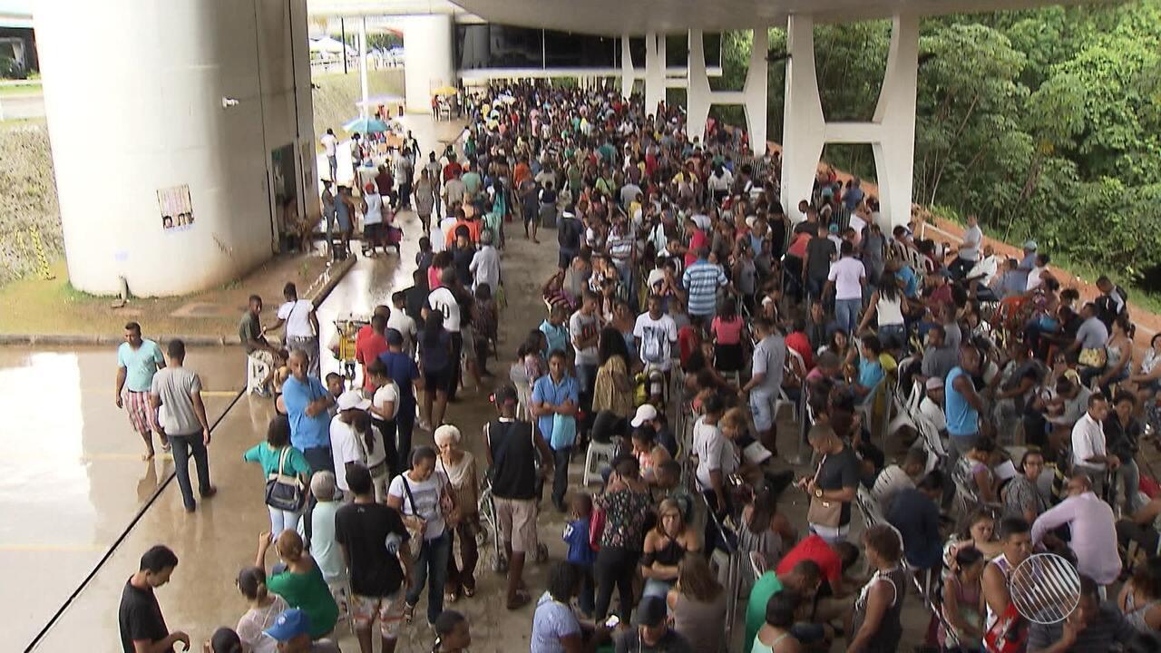 Enormes filas para o recadastramento biométrico geram reclamações na sede do TRE-BA