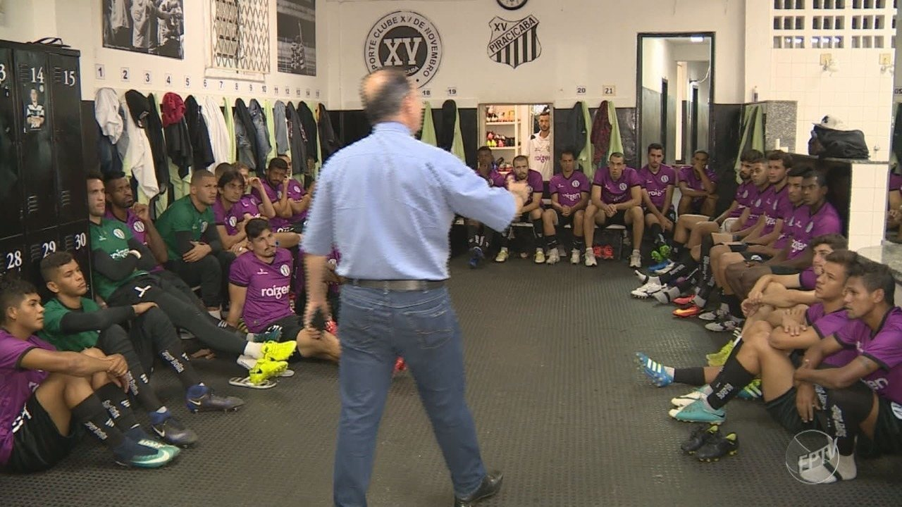 Torcedor, padre motiva jogadores do XV de Piracicaba durante palestra