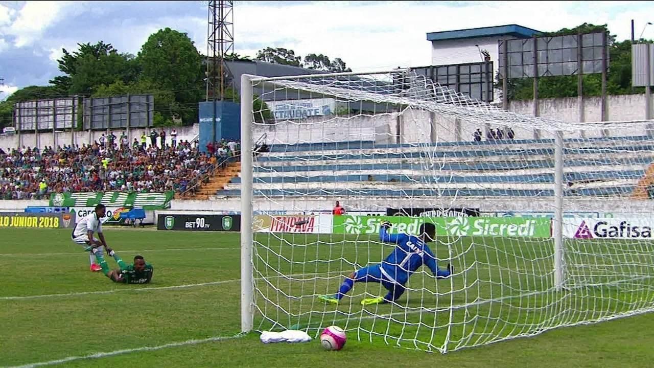 Gol do Palmeiras! Fernando aproveita cruzamento para marcar de cabeça, aos 32' do 2º tempo