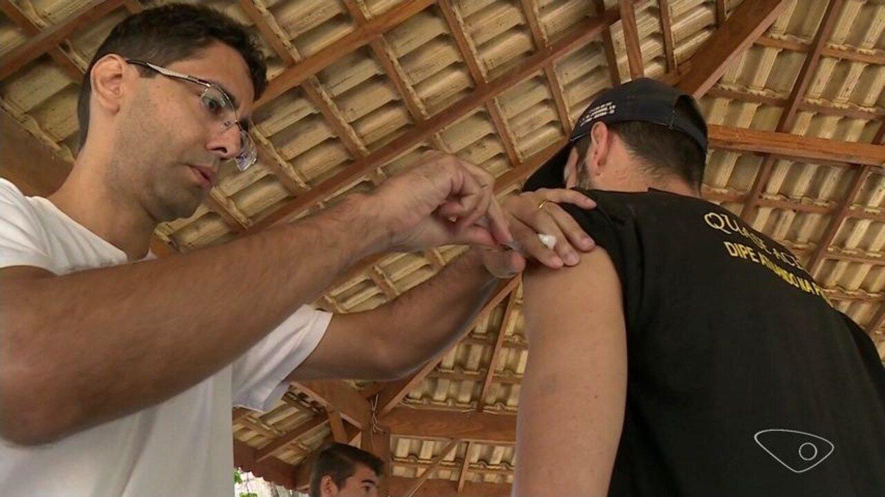 Vacinação contra febre amarela tem horário ampliado nas unidades de Vitória