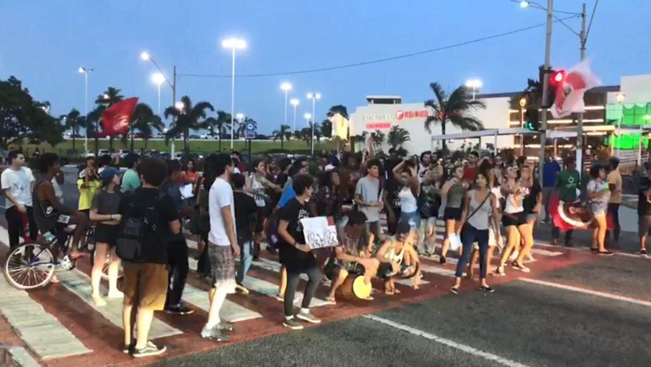 Protesto fecha trânsito em Vitória contra aumento da passagem de ônibus