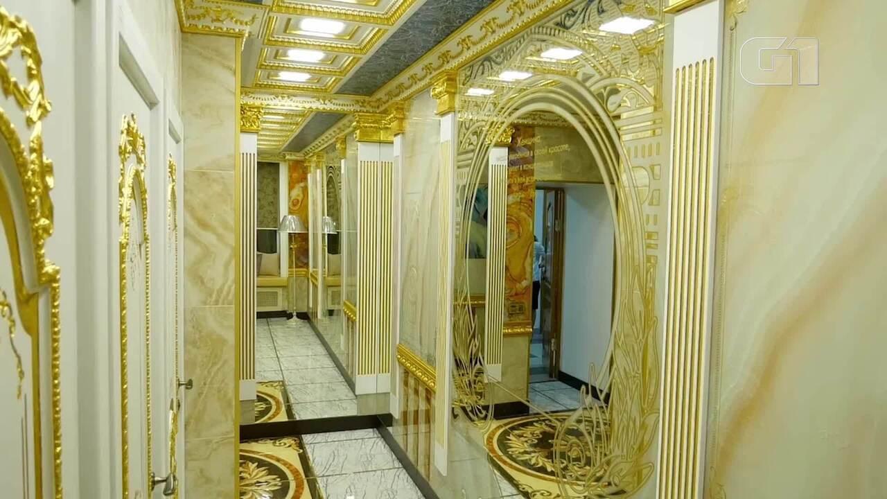 Universidade de economia da Rússia tem banheiro luxuoso com adornos de ouro