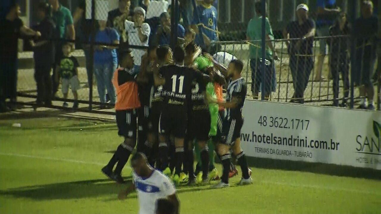 Confira o gol da vitória do Figueirense, de André Luis, sobre o Tubarão