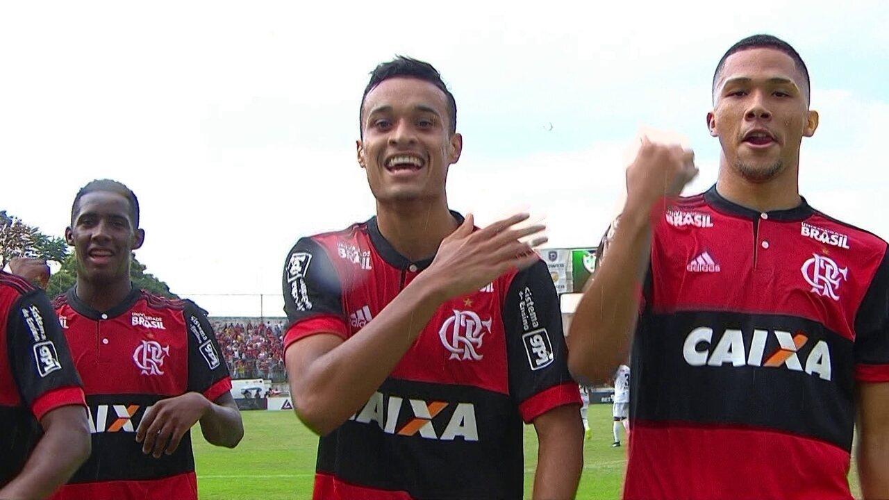 Gol do Flamengo! Vitor Gabriel faz o cruzamento e Luiz Henrique chuta aos 36' do 1º tempo