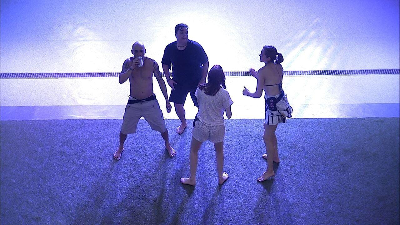 Família Lima dança ao som de Gloria Gaynor