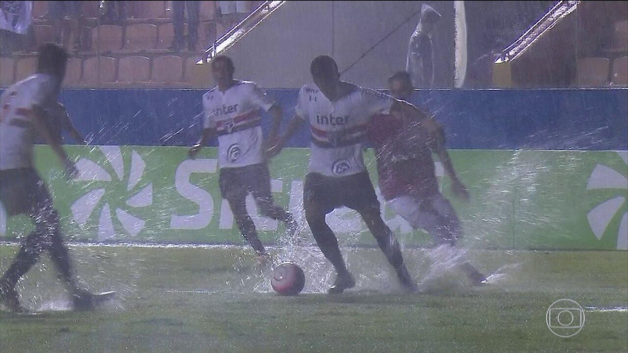 Raios paralisam semifinal da Copinha, e Santos perde no Paulista