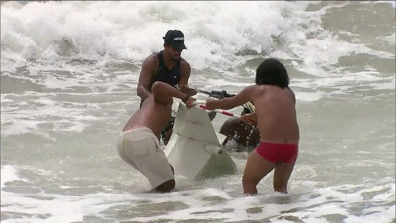 Globocop cai na praia do Pina, no Recife
