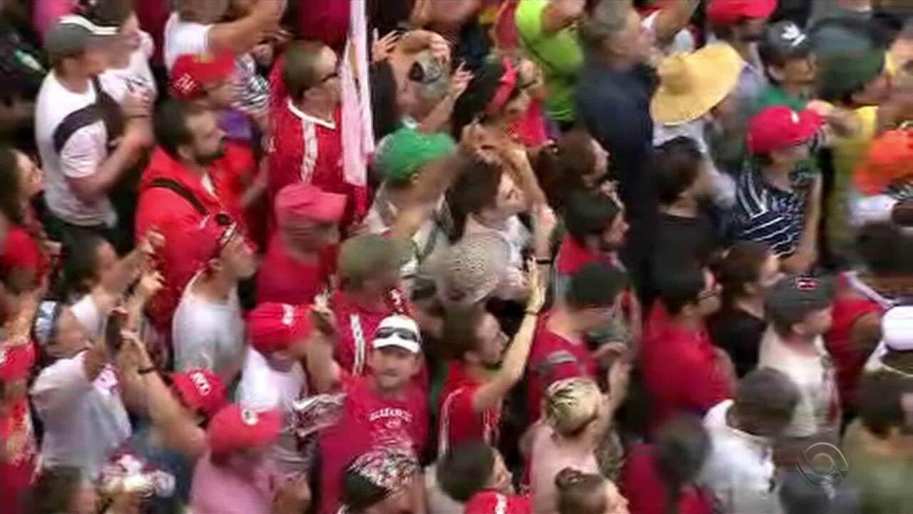 Atos são realizados em Porto Alegre na véspera do julgamento do recurso de Lula
