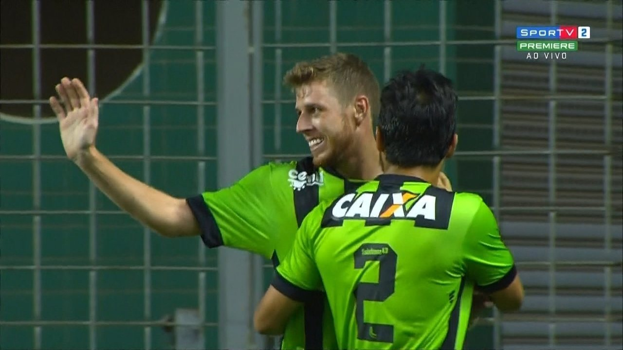 Gol do América-MG! Aylon recebe na frente e bate sem chances para o goleiro Vilar
