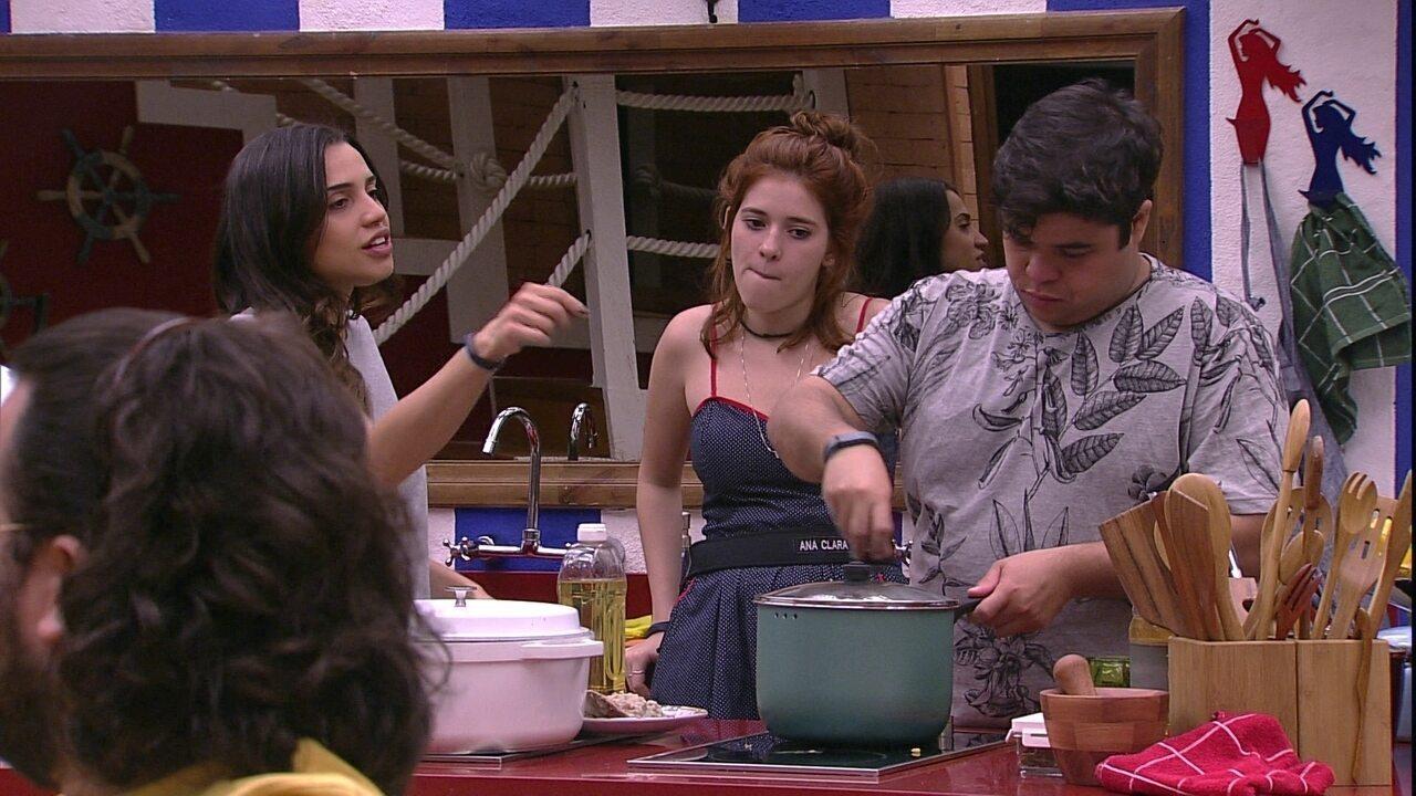 Ana Clara e Jorge combinam visita a Paula