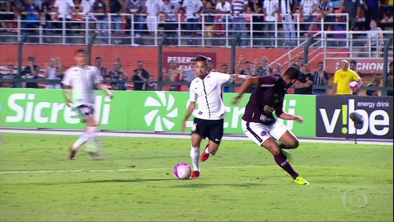 De virada, Corinthians vence a Ferroviária por 2 a 1 no Pacaembu
