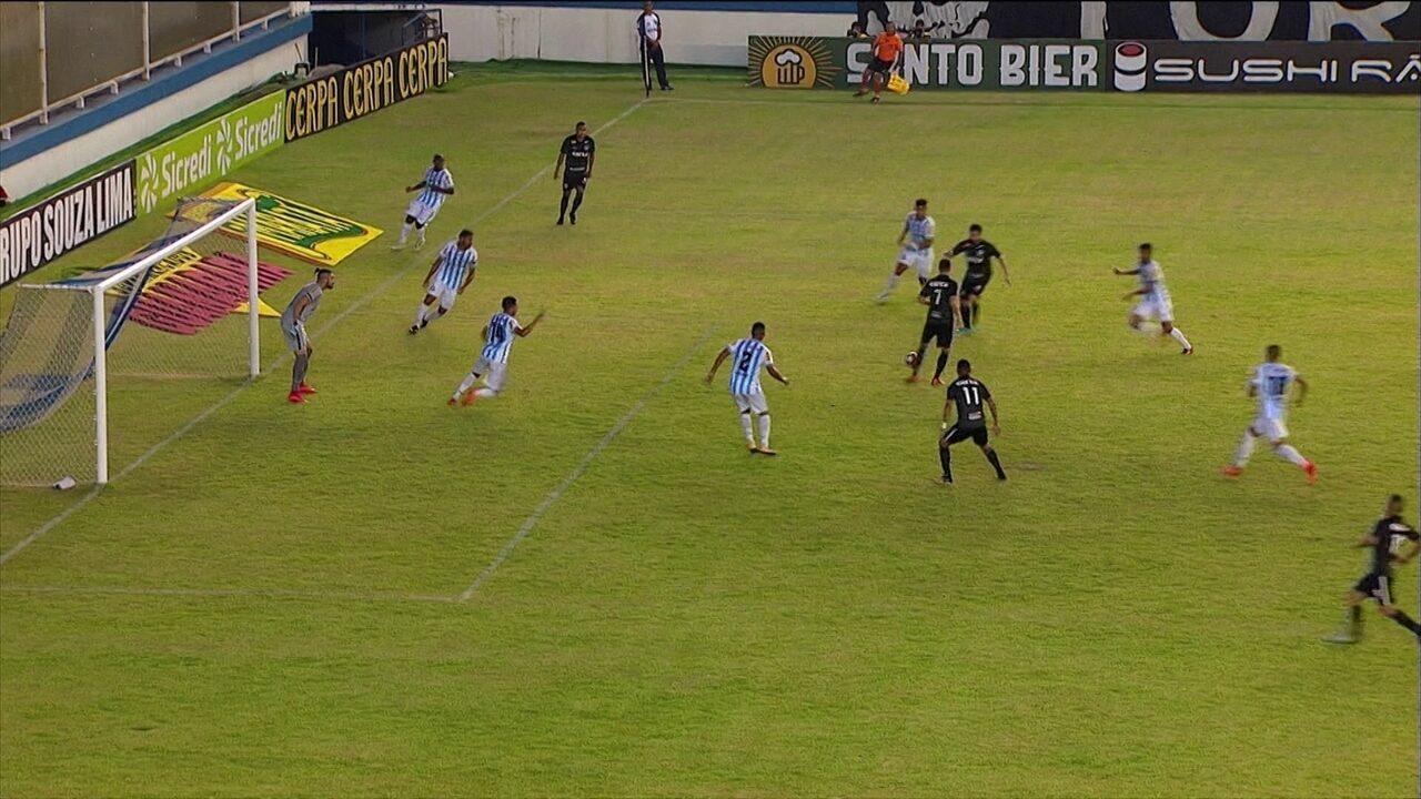 Arnaldo cruza, Pimpão ajeita de primeira e João Paulo chega batendo, aos 11 do 1º tempo