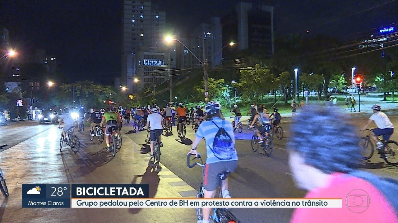 Grupo de ciclistas protesta contra a violência no trânsito pelas ruas de Belo Horizonte